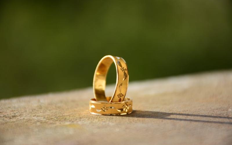 Mana Yang Lebih Menguntungkan, Emas Perhiasan atau Emas Batangan?